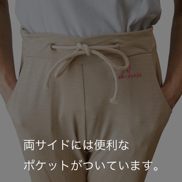 両サイドには便利なポケットがついています