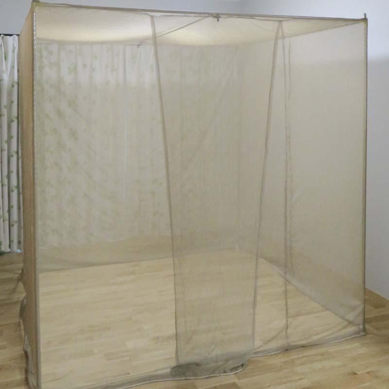 パイプフレームの天井部のシールド蚊帳を下ろします