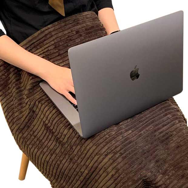 座ったり横になったりするとき、お腹の胎児に受ける放射電磁波を防止/遮蔽します。